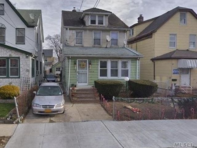 4 BR,  2.00 BTH Colonial style home in Cambria Heights