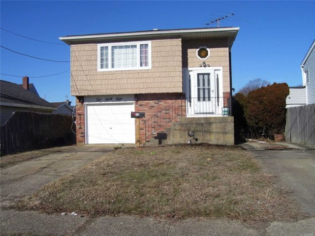 [Lindenhurst Real Estate, listing number 3100125]