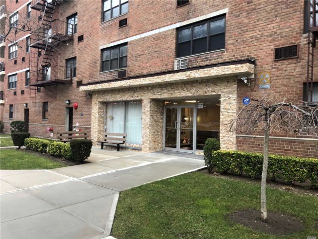 [Howard Beach Real Estate, listing number 3100147]