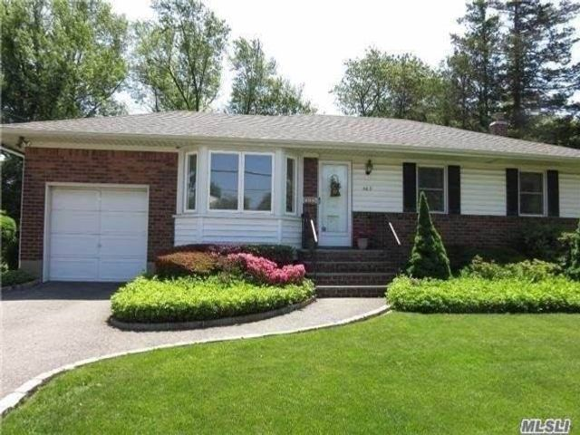 3 BR,  1.50 BTH Ranch style home in Syosset
