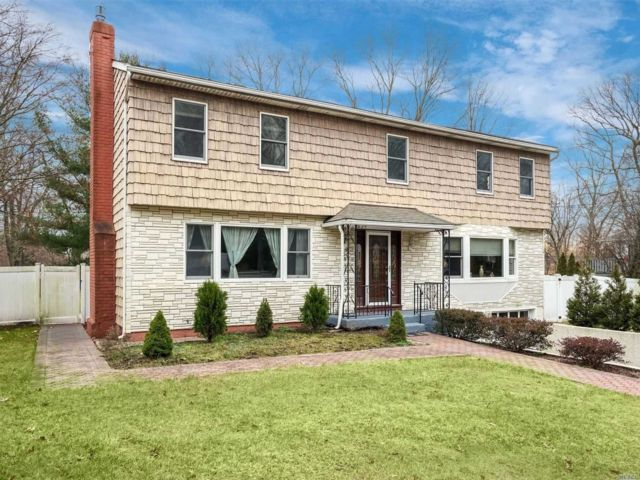 6 BR,  2.50 BTH  Colonial style home in Miller Place