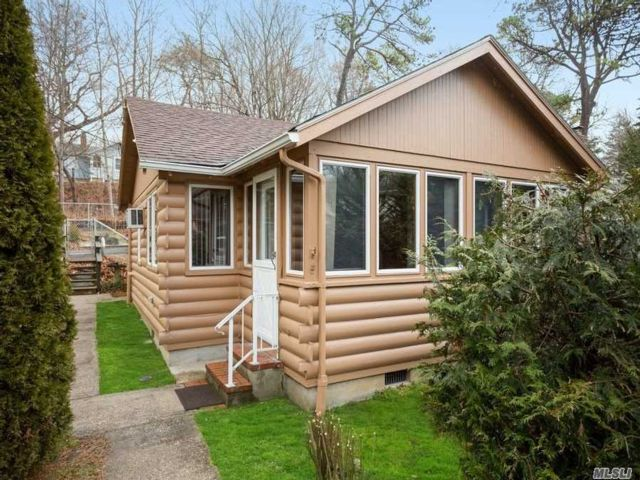 2 BR,  1.50 BTH Cottage style home in Riverhead