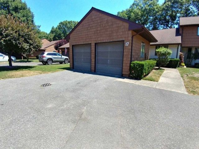 2 BR,  2.00 BTH Ranch style home in Commack