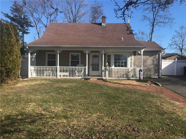 3 BR,  1.50 BTH Cape style home in Levittown