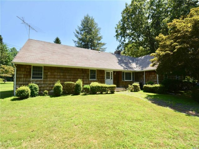 3 BR,  3.00 BTH Farm ranch style home in Nissequogue