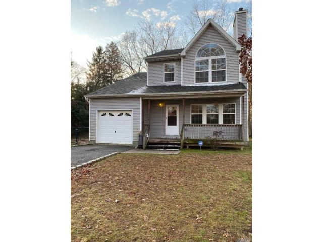 3 BR,  2.50 BTH  Colonial style home in Coram