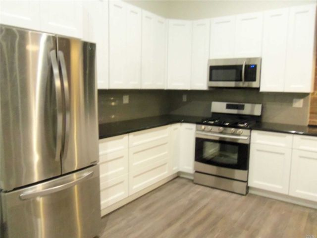 1 BR,  1.00 BTH  Apt in bldg style home in Freeport