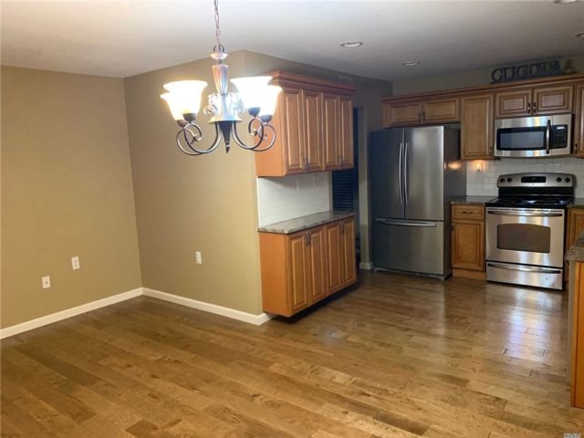 2 BR,  2.00 BTH Ranch style home in Ridge