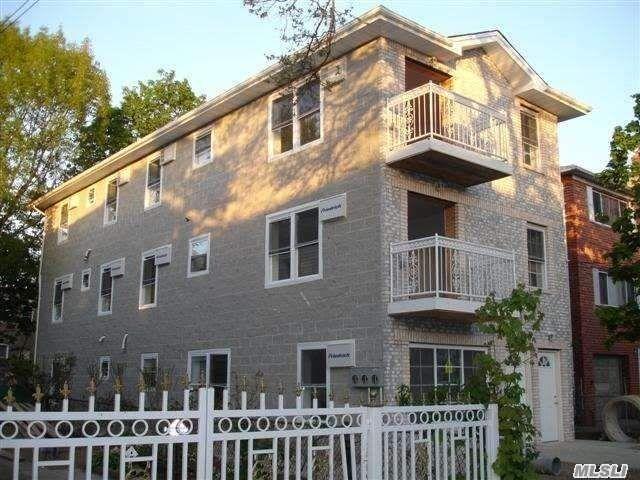 3 BR,  2.00 BTH Apt in bldg style home in Richmond Hill