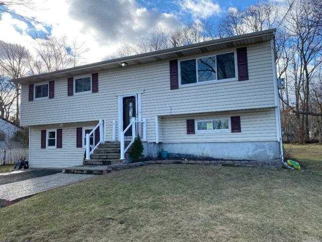 5 BR,  2.00 BTH Hi ranch style home in Port Jefferson Station