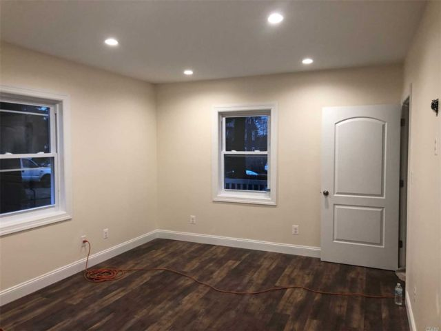 3 BR,  1.00 BTH  Apt in house style home in Glen Cove