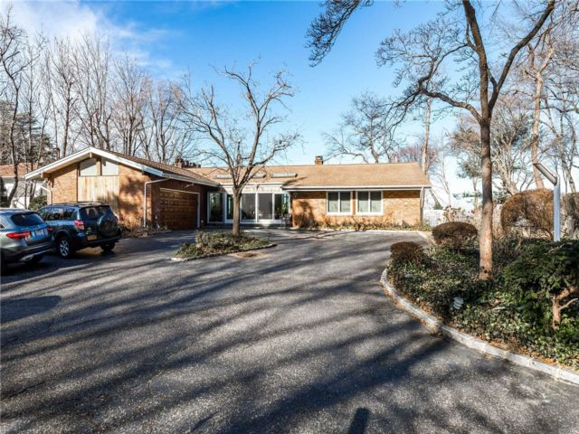 5 BR,  3.50 BTH Exp ranch style home in Huntington Bay