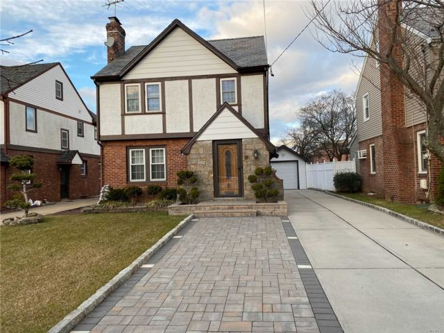 3 BR,  1.50 BTH Colonial style home in Oceanside
