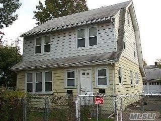 3 BR,  1.00 BTH Duplex style home in Hempstead