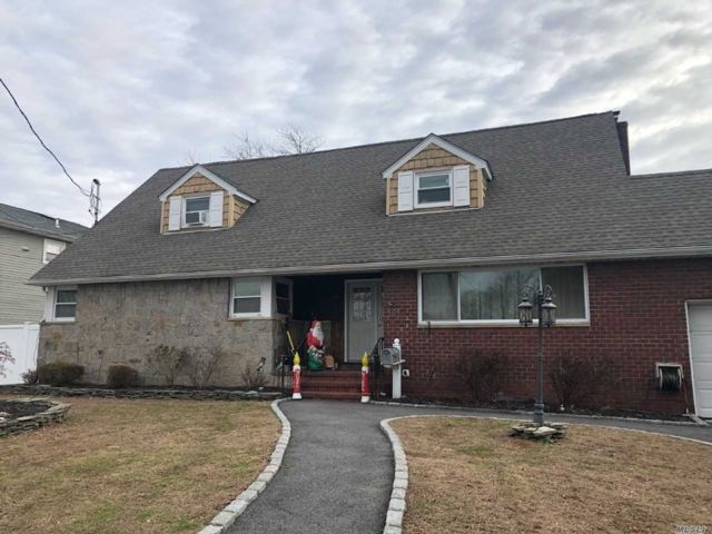 1 BR,  1.00 BTH Cape style home in West Babylon