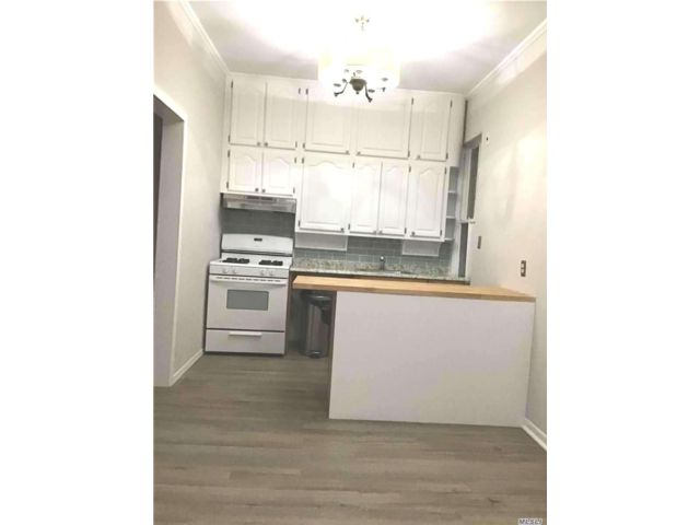 3 BR,  1.00 BTH Apt in house style home in Glendale