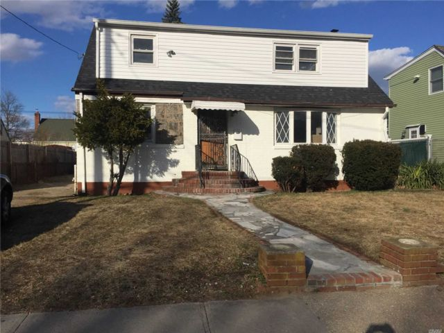 4 BR,  3.00 BTH Colonial style home in Uniondale