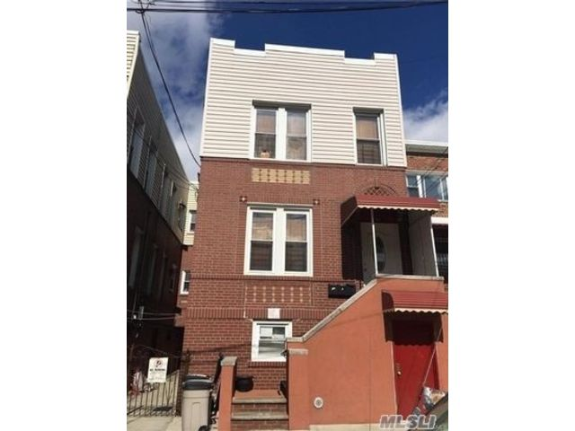 3 BR,  1.00 BTH 2 story style home in Castle Hill