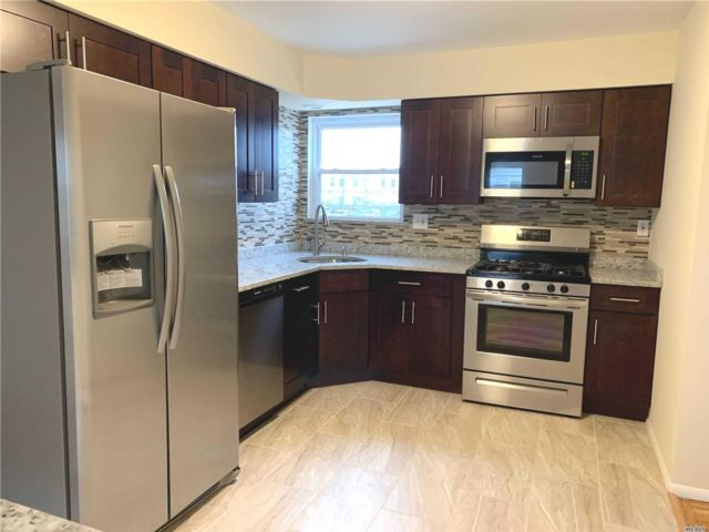 3 BR,  1.00 BTH 2 story style home in Merrick