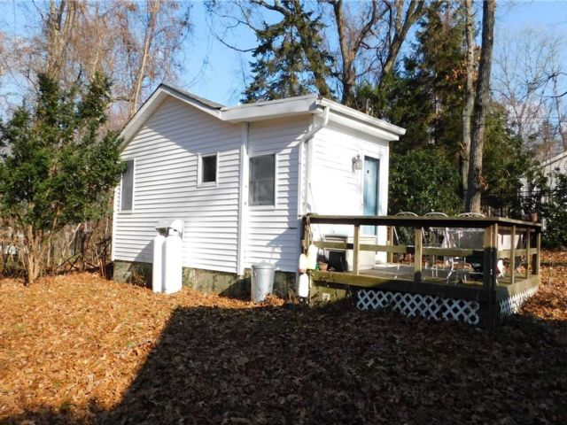 Studio,  1.00 BTH  Cottage style home in Wading River