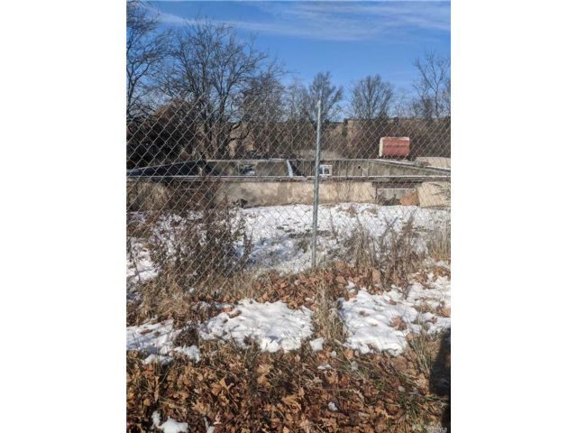 Lot <b>Size:</b> 0  Land style home in Ronkonkoma
