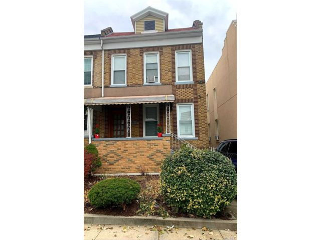 5 BR,  3.00 BTH Townhouse style home in Glendale