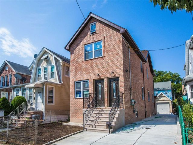 6 BR,  5.00 BTH Colonial style home in Flushing
