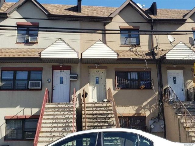 5 BR,  3.00 BTH Colonial style home in Far Rockaway