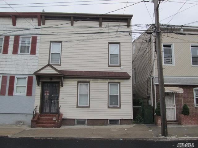 3 BR,  3.00 BTH  2 story style home in Ozone Park