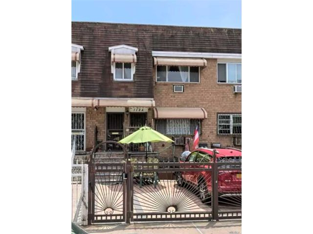 5 BR,  3.00 BTH 2 story style home in Williamsburg
