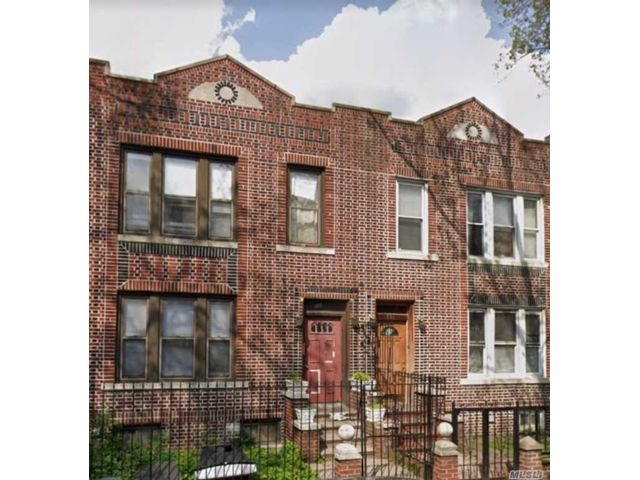 7 BR,  4.00 BTH 2 story style home in Brownsville