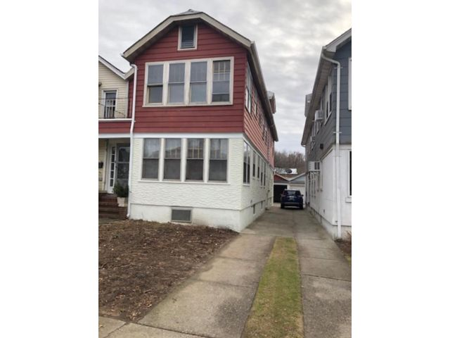5 BR,  2.00 BTH  Colonial style home in Forest Hills