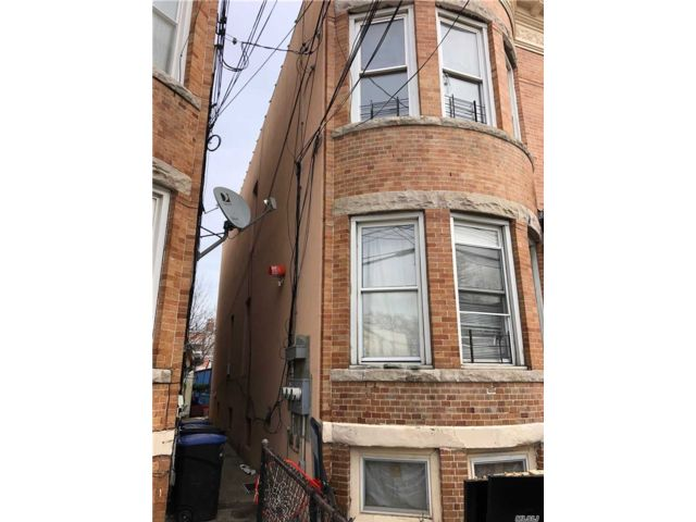 7 BR,  2.00 BTH Other style home in Woodhaven