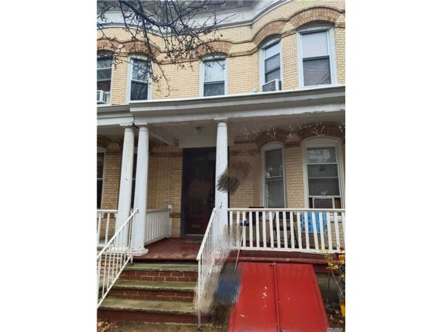 4 BR,  3.00 BTH Townhouse style home in Woodhaven