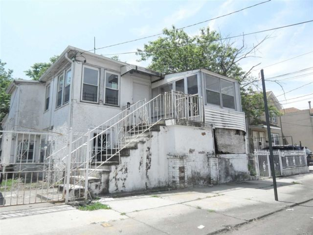 2 BR,  1.00 BTH  Colonial style home in Arverne