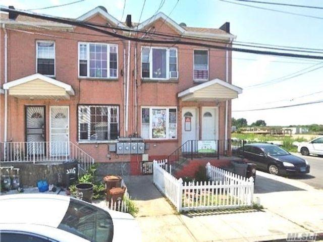 5 BR,  2.00 BTH Colonial style home in Far Rockaway