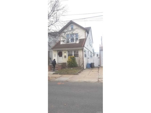 3 BR,  2.50 BTH  Other style home in Woodhaven