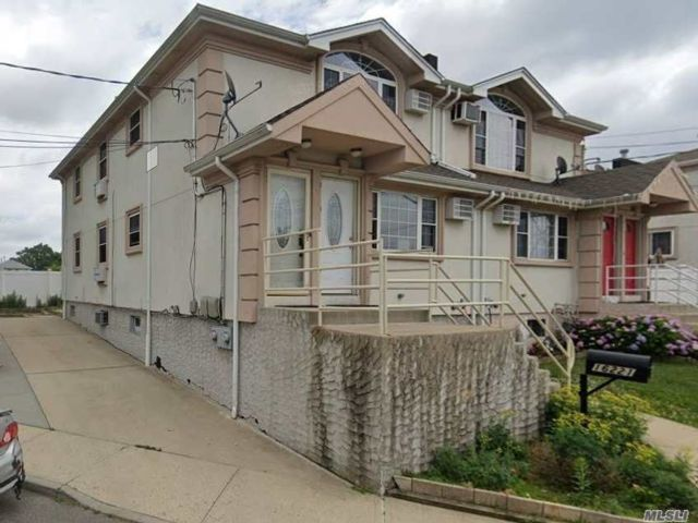 6 BR,  2.00 BTH  Contemporary style home in Howard Beach