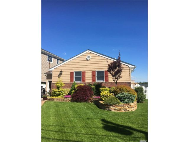 3 BR,  3.00 BTH Ranch style home in Island Park