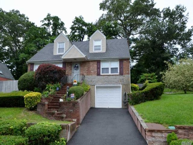 5 BR,  2.00 BTH  Cape style home in Glenwood Landing