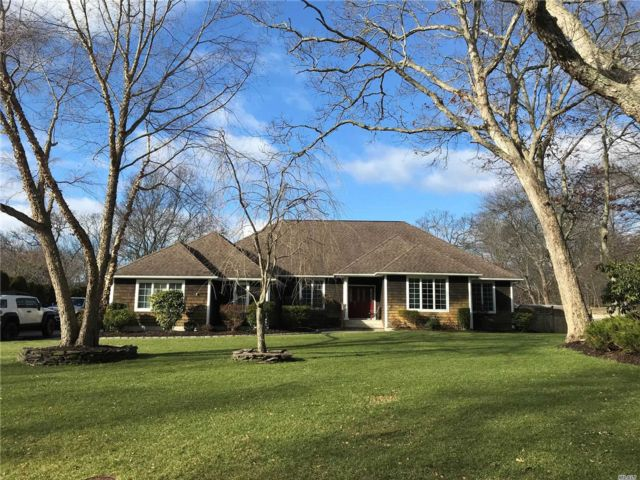 3 BR,  2.50 BTH Ranch style home in Center Moriches