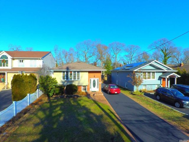 3 BR,  2.00 BTH Raised ranch style home in Wantagh