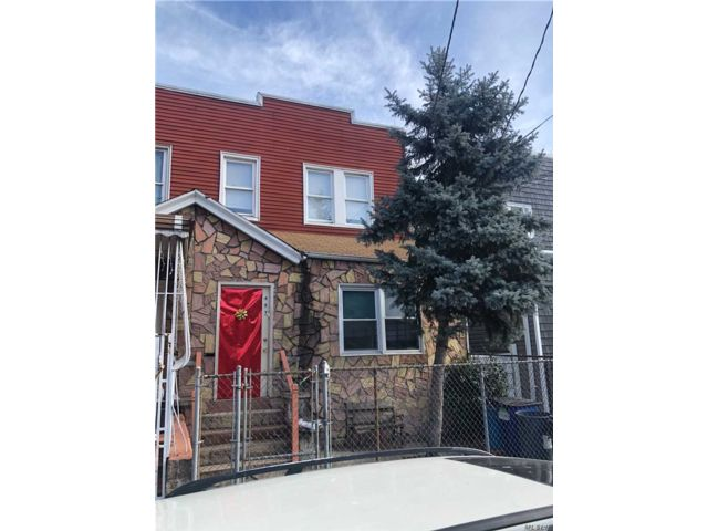 6 BR,  2.50 BTH 2 story style home in Cypress Hills