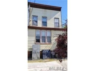 5 BR,  3.00 BTH Colonial style home in Ridgewood