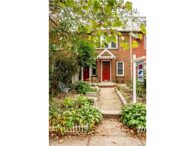 2 BR,  2.00 BTH  Townhouse style home in Forest Hills