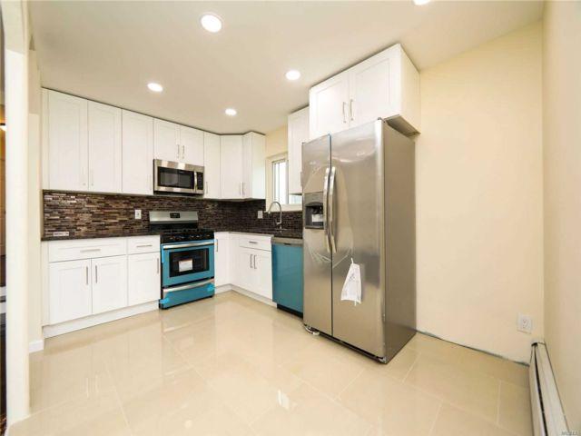 7 BR,  2.00 BTH 2 story style home in Far Rockaway