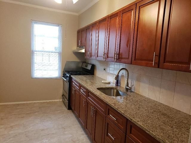 3 BR,  1.50 BTH Apt in house style home in Glendale