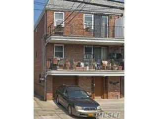 5 BR,  6.00 BTH Other style home in Elmhurst