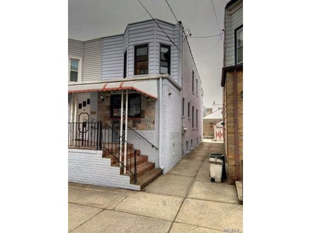 4 BR,  4.00 BTH  2 story style home in Middle Village