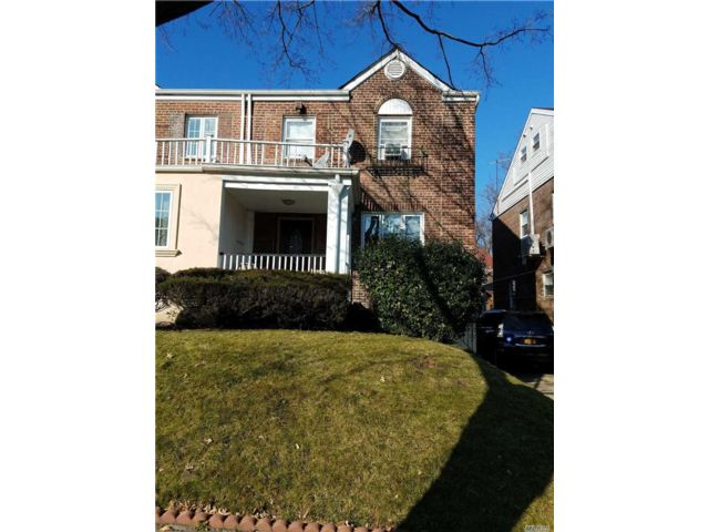 3 BR,  2.50 BTH Colonial style home in Kew Garden Hills
